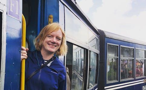 Darjeeling Toy Train er på UNESCO si verdsarvliste. Jernbanelinja sto ferdig i 1879 og var ifølgje Fatland ei ingeniørbragd. Det vesle damplokomotivet køyrer framleis dagleg, men no først og fremst for turistane.