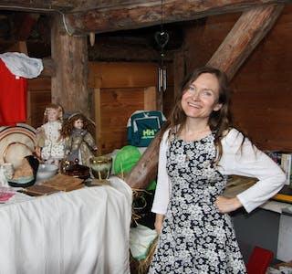 Aud Sigrid Flesland, kunstnar og loppemarknad-arrangør med godt humør og stort engasjement. Foto: Silje Skibevåg