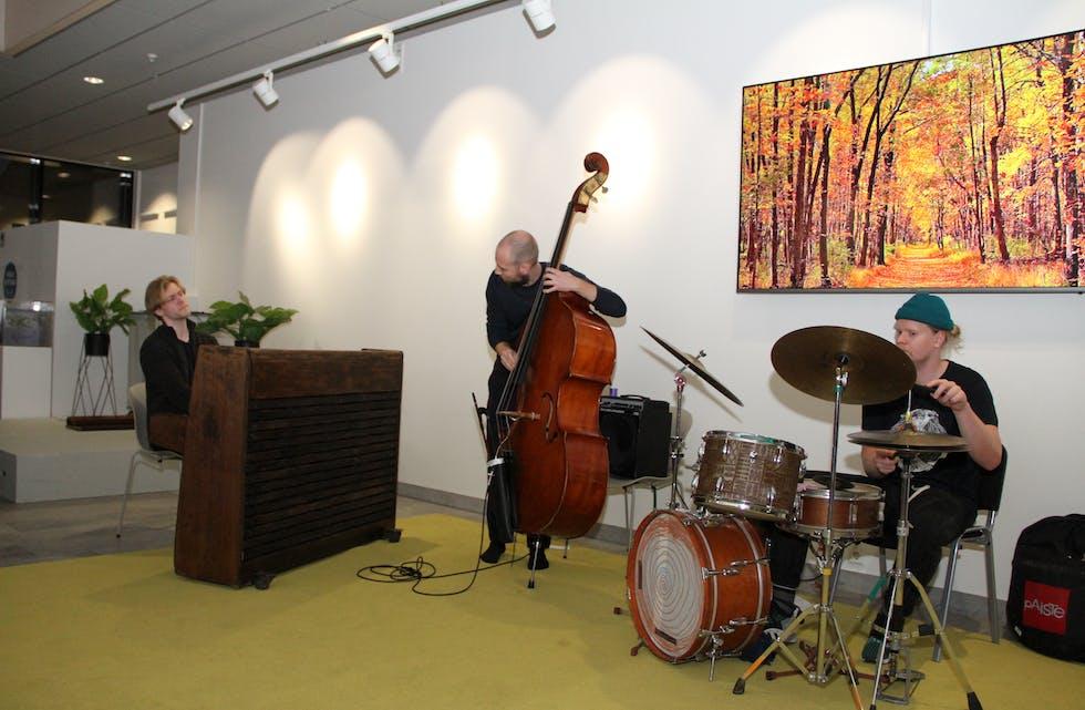Den visuelle kommunikasjonen mellom trioen er sterk. Foto: Grethe Hopland Ravn