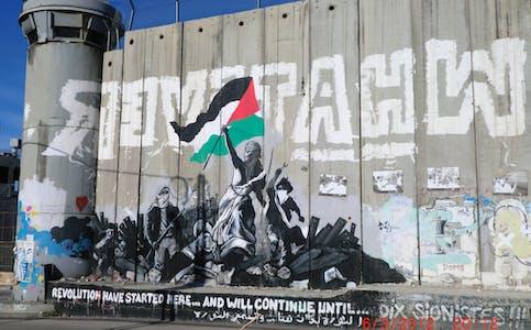«Muren» slynger seg omkring i området, og stengjer Betlehem av frå naturleg ferdsel. Foto: Jens Olav Mæland