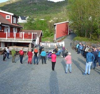 Stor oppslutning frå publikum som ville få med seg kva industri historien ved Opsalsfossen hadde å fortelje. Foto:Anne-Britt Grindheim