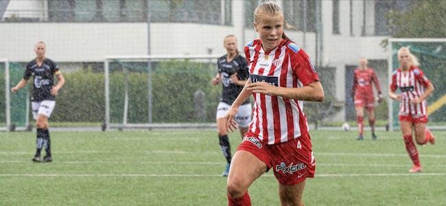 Kristine Hustveit Nybru melde overgang til Avaldsnes Toppfotball i januar, og i august flytta ho til byen for å bli elev Haugesund toppidrettsgymnas. Snart kan ho få sjansen til å debutera på landslaget for J16.  Foto: Privat