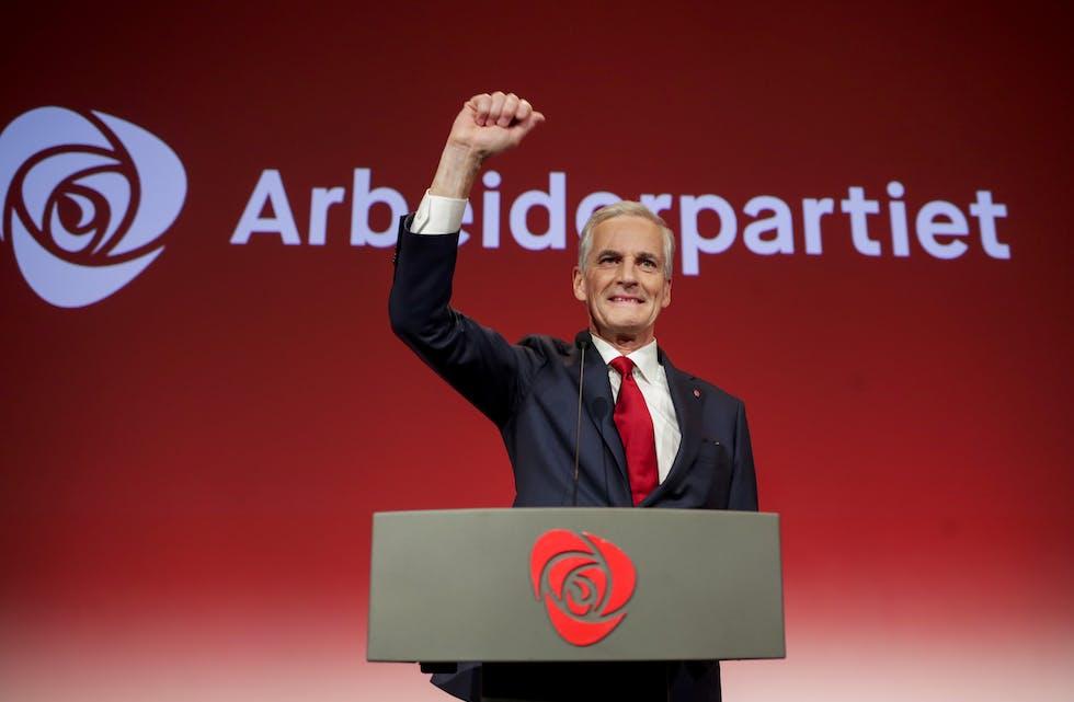 Ap-leiar Jonas Gahr Støre talar Arbeiderpartiets valvake i Folkets Hus i Oslo. Han ligg no godt an til å overta som statsminister etter Høgre-leiar Erna Solberg. Foto: Javad Parsa / NTB