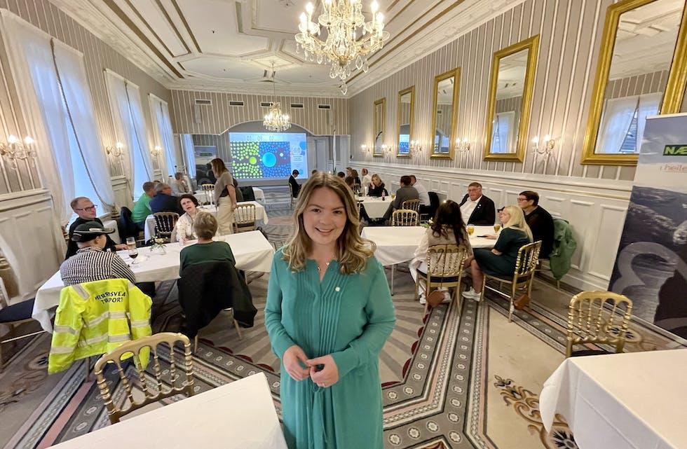 Lisa Marie Ness Klungland har inntatt Victoria hotel i Stavanger saman med partifeller frå Rogland Senterparti.  Foto: Morten Helliesen