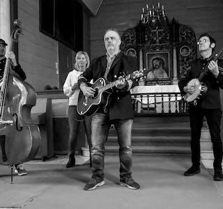 Bjelland og mannskapet held konsert i Ølen kyrkje torsdag 21. oktober.